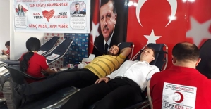 """AK Parti'den Katledilen """"Aybüke"""" ve """"Necmettin"""" Öğretmen Anısına Kan Bağışı"""