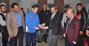 Kaymakam Dayanç'tan Eruh Gençlikspor'a Malzeme Desteği