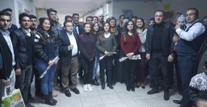 Pervari ve Beğendik Belediyesi Öğretmenlere Kitap ve Karanfil Dağıttı