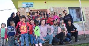 Üniversite Öğrencilerinden Sütlüce Köyü İlköğretim Okulu Öğrencilerine Destek