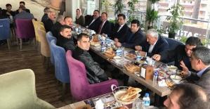 AK Parti Merkez İlçe Eski ve Yeni Üyeleri Yemekte Buluştu