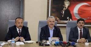 Bakan Arslan, Düzenlediği Basın Toplantısında Başkan Özcan'a Yol Müjdesini Verdi