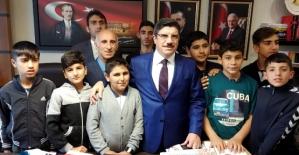 Siirtli Öğrenciler Mecliste Milletvekili Yasin Aktay'ı Ziyaret Etti