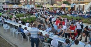 Siirt Belediyesi Tarafından 60 Bin Kişiye İftar Verildi