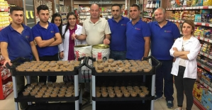 Murat Market Müşterilerine Aşure İkram Etti
