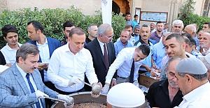 Siirt Belediyesi 3 Bin Kişiye Aşure İkram Etti