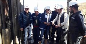Kaymakam Aydemir ve Beraberindeki Heyet, Petrol Arama Çalışmasını İnceledi