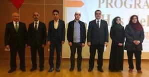 """Siirt'te """"Peygamberimiz ve Gençlik"""" Konferansına Yoğun İlgi"""