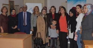 Vali Eşi Fulya Atik, Çok Amaçlı Toplum Merkezini Ziyaret Etti