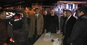 AK Parti Heyeti Yılbaşı Gecesini Polis Noktalarında Geçirdi