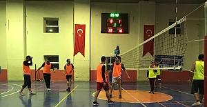 Siirt Devlet Hastanesi Tarafınca Düzenlenen Voleybol Turnuvasında Şampiyon Sarı Serum Gücü Oldu