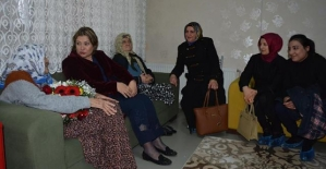 Vali Eşi Fulya Atik, Gazeteci Eşleriyle Birlikte Engelli ve Yaşlılara Destek Ziyaretinde Bulundu