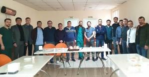 Özel Siirt Hayat Hastanesi Doktorları Tıp Bayramını Pasta Keserek Kutladı
