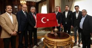 Bursa Siirtliler Yardımlaşma ve Dayanışma Derneği, Bursa Valisi Canbolat'ı Ziyaret Etti