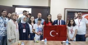 Biz Anadolu'yuz Projesinin Gençleri Vali Atik'in Konuğu Oldu
