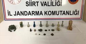 Şirvan İlçesinde Düzenlenen Tarihi Eser Operasyonunda, 8 Gözyaşı Şişesi İle Tarihi Eser Niteliğinde 14 Malzeme Ele Geçirildi