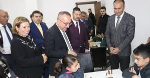 Vali Atik,Akıl ve Zekâ Oyunları Turnuvasında Dereceye Giren Öğrencileri Ödüllendirdi