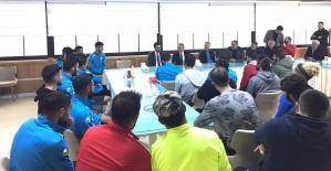 Vali Atik'ten Futbolculara Moral Ziyareti