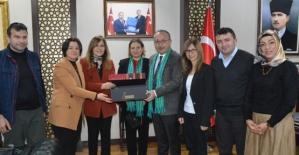 """Vali Ali Fuat Atik, """"Bu Şehrin Kadınları Rize&Siirt Buluşması"""" Heyetini Kabul Etti"""