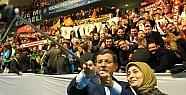Başbakan Davutoğlu, AK Parti Siirt Gençlik Kolları İle Selfie Yaptı