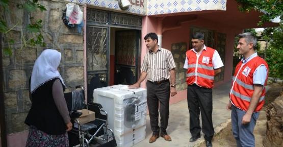 Türk Kızılay'ı Siirt Şubesi Tuz, Ailesine Yardım Yapmaya Devam Ediyor