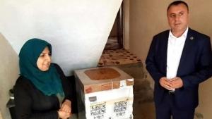 Başkan Karaatay'dan Sokaklarını Temiz Tutan Kadınlara Beyaz Eşya